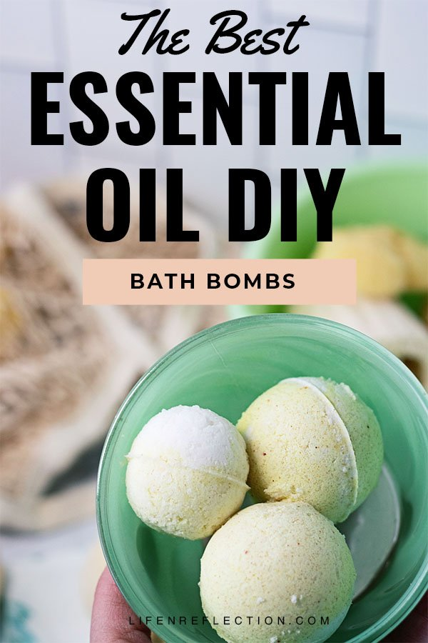 How to make bath bombs with the best lemon meringue essential oil bath bombs recipe! It's better than store bought!!