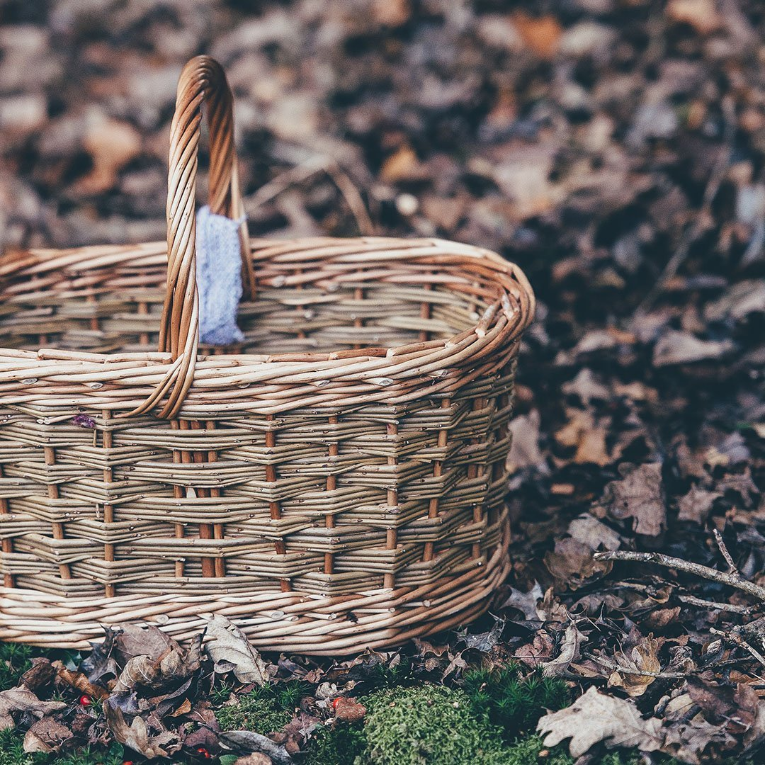 Red Willow Basket w// Dishtowel Perfect for Gift Giving