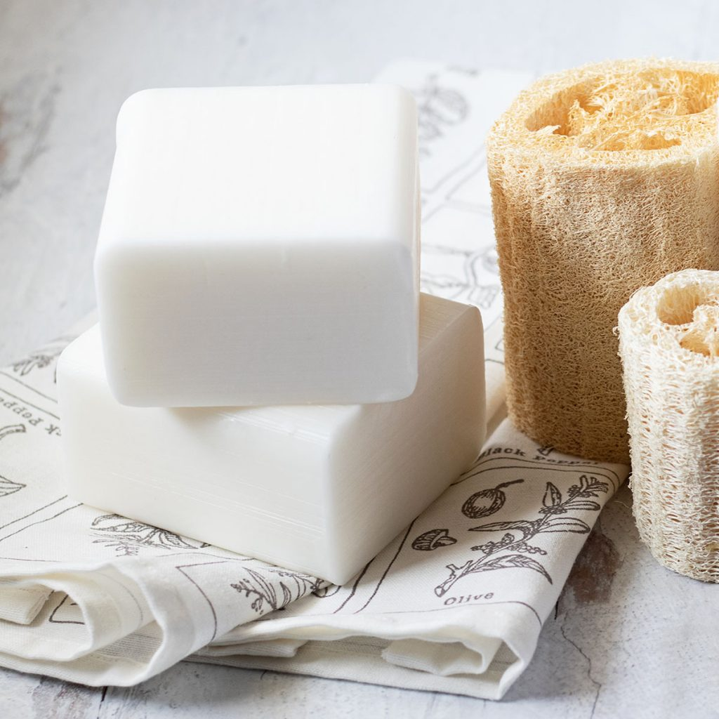 Have you been dying to learn how to make soap? This beginner soap making guide and melt and pour soap making supplies will really help get you started!