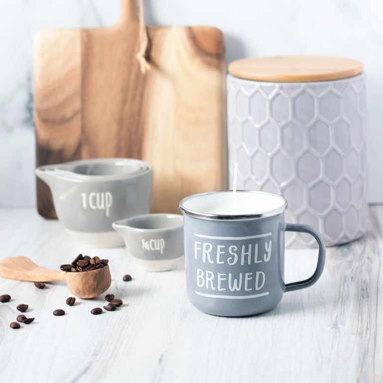 How to make candles in a mug including the all-popular enamel coffee mug candle.